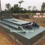 Mộ đá xanh rêu không mái đơn giản RMĐ-04