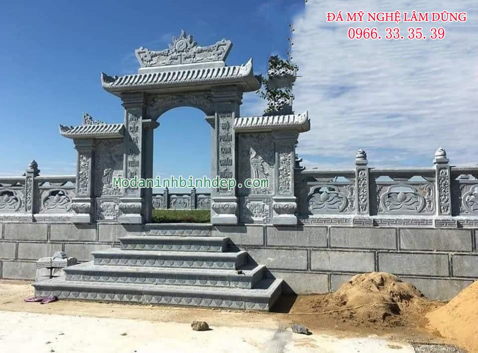 Cột cổng ra vào khu lăng mộ